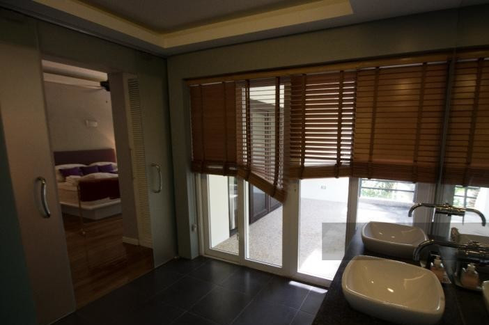 3-bed-apartment-beach-front-bang-tao-phuket-12