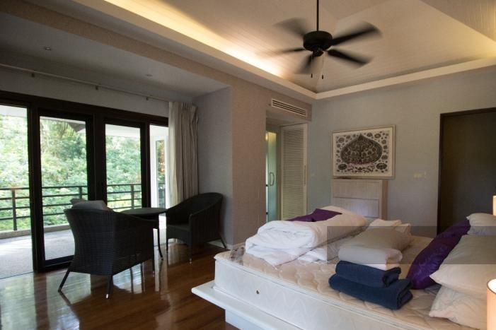3-bed-apartment-beach-front-bang-tao-phuket-14